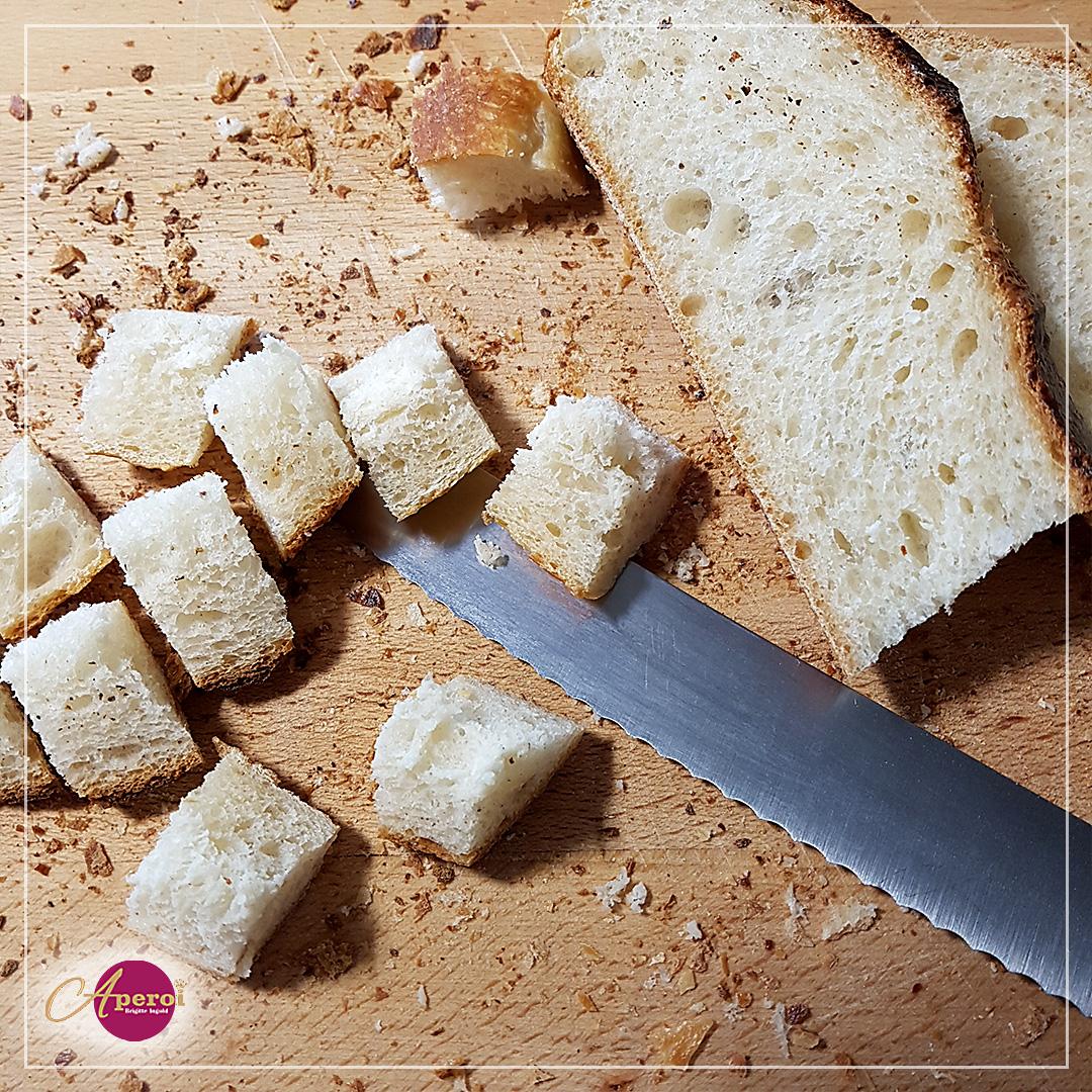 Feines Brot würfeln