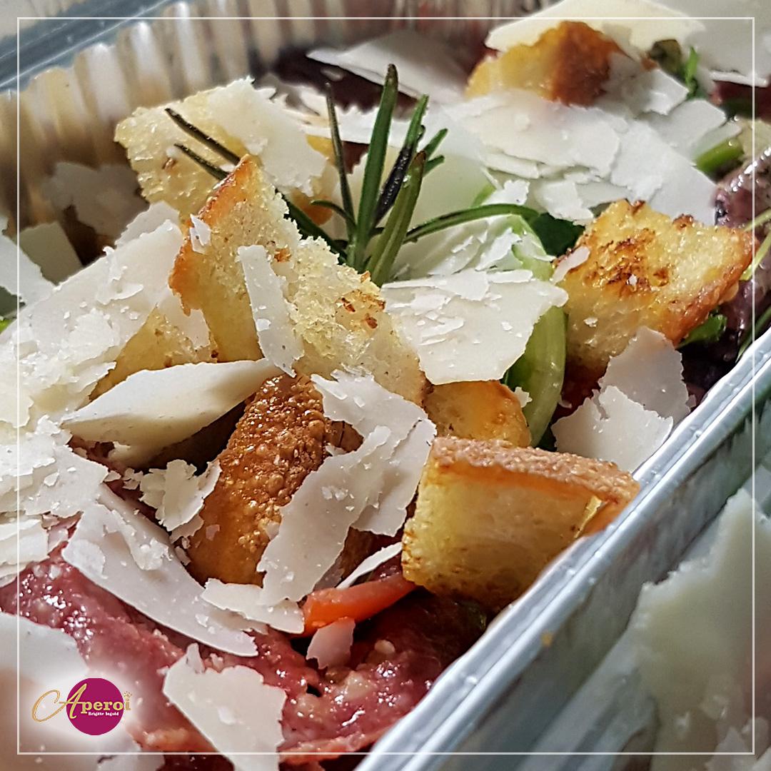 Fertig ist der italienische Brotsalat
